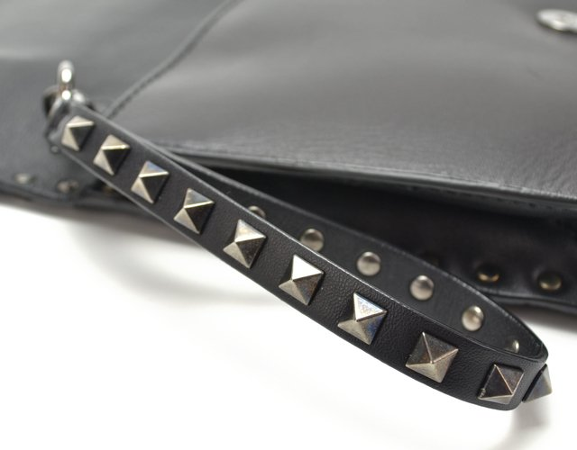 Clutch Valentino Black Nappa Leather Rockstud - comprar online