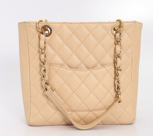 Bolsa Chanel Beige Quilted Caviar Leather Petite Shopping Tote - comprar online