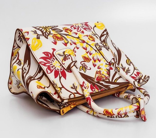 Imagem do Prada Floral-Print Saffiano Twin-Pocket Tote
