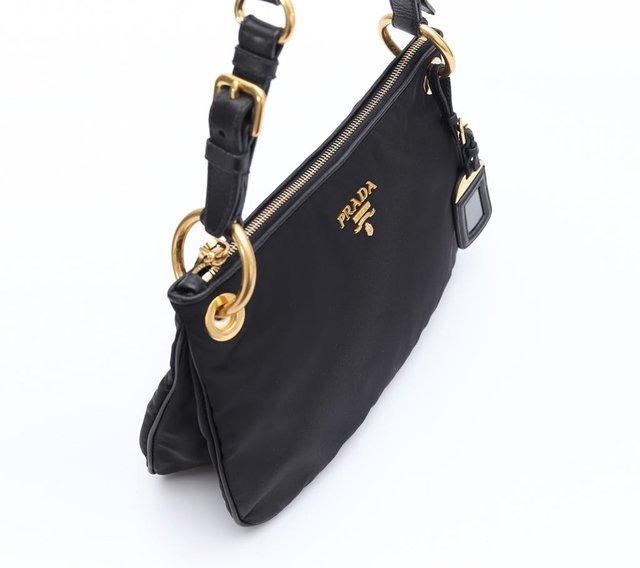 Prada Nylon Shoulder Preta na internet