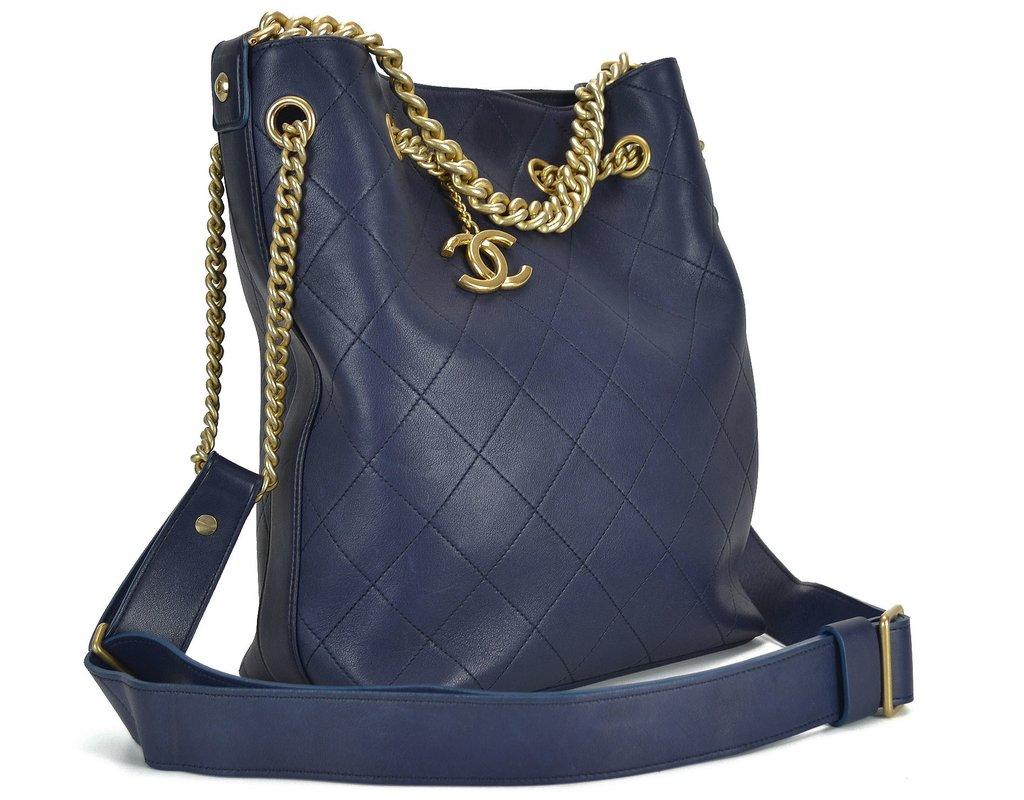 Bolsa Chanel Drawstring Azul  Bolsa Chanel Drawstring Azul - comprar online  ... 1a759dcac8