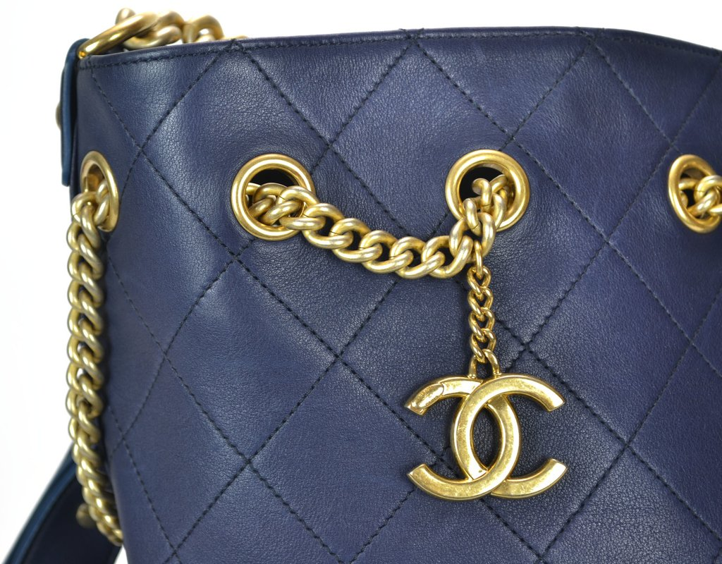 ... internet  Bolsa Chanel Drawstring Azul - Paris Brechó - Artigos de Luxo  Seminovos ... 8a6817ff84