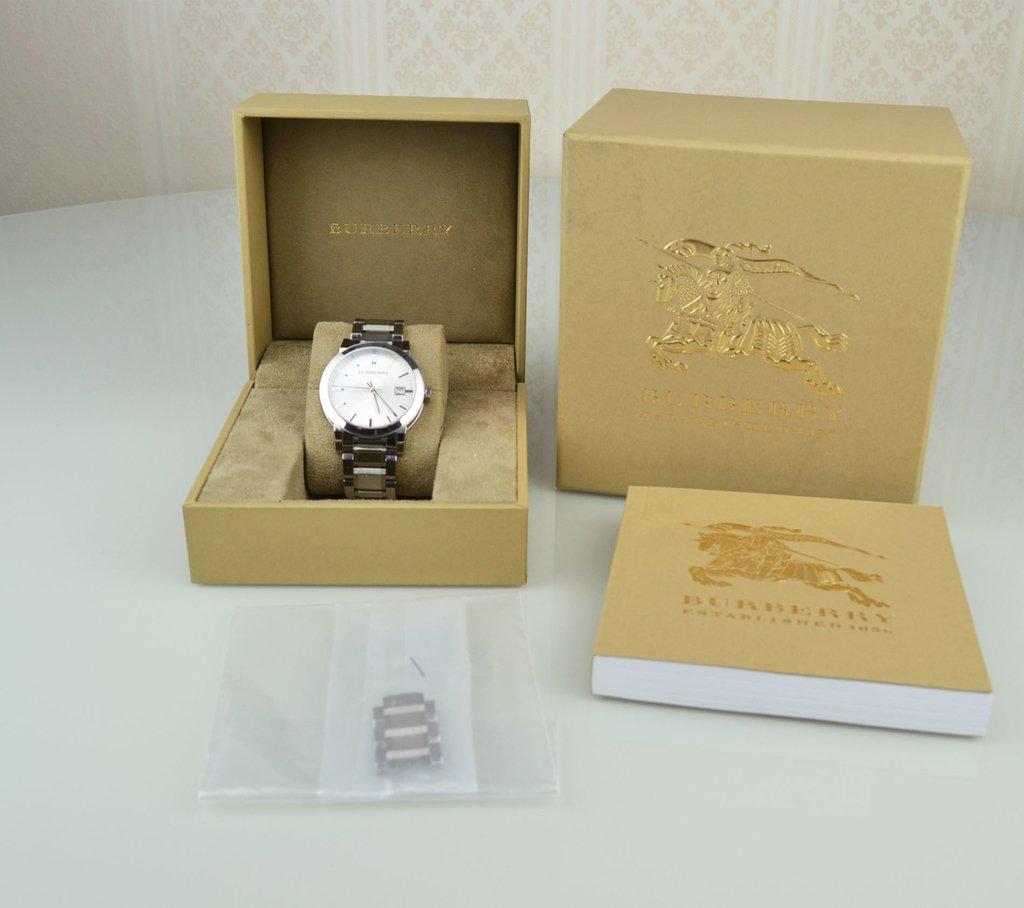 f60bcfebb33 Relógio Burberry Prata 22858 - loja online ...