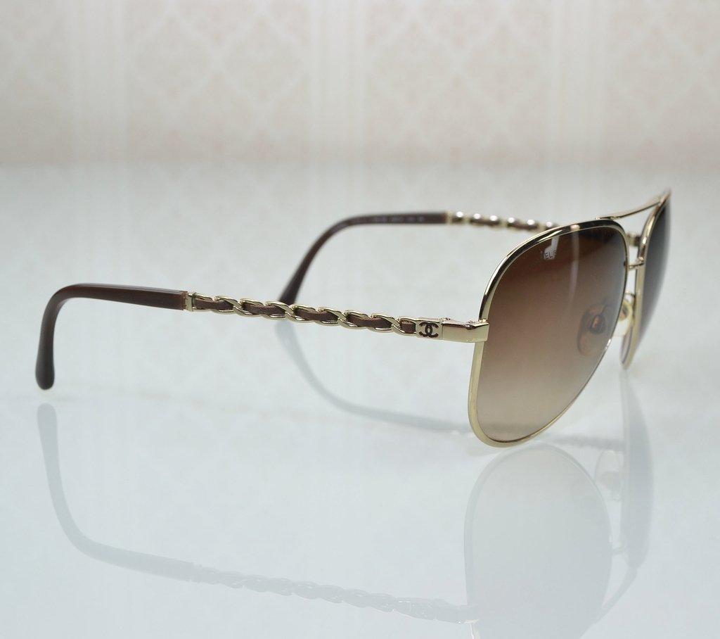ff9293c33 ... Óculos de Sol Chanel Aviador 4194-Q - comprar online ...