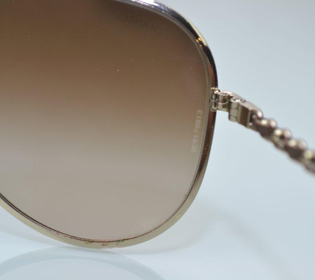 7d4a3fc53 ... Óculos de Sol Chanel Aviador 4194-Q - loja online ...