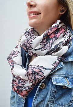Infinity scarf pink flowers - La Casa Jaguar on internet