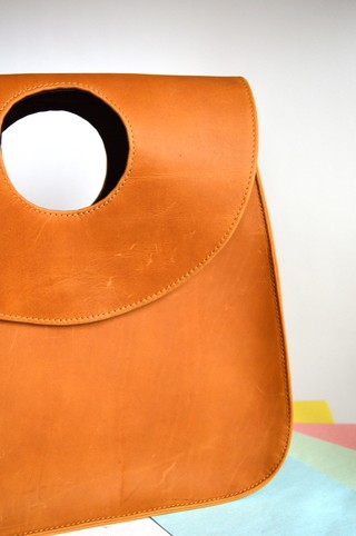 Leather Handbag Honey brown Metalika-Pagamento - Currucutú|Accesorios latinoamericanos hechos a mano