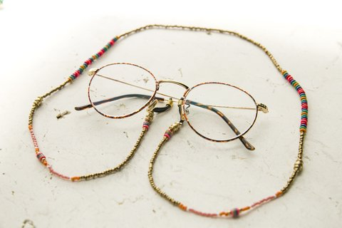 Collar · gafas ·