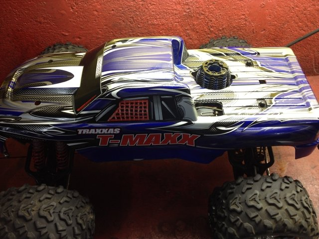 Automodelo pick-up t-maxx 3.3 traxxas na internet