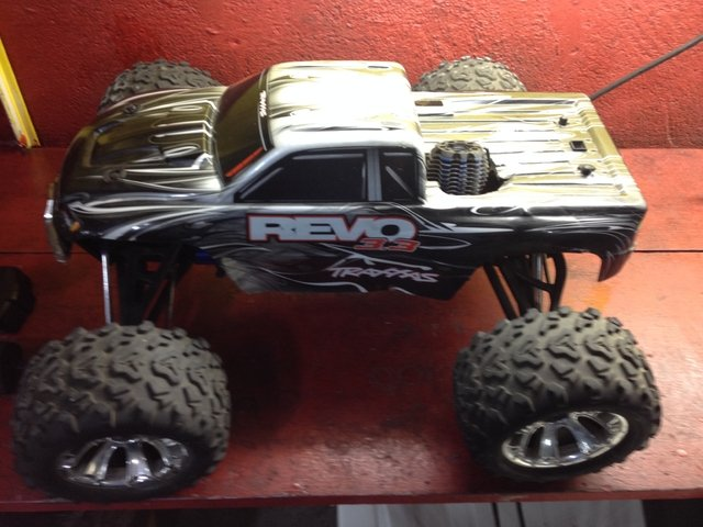 automodelo pick-up revo 3.3 traxxas. na internet