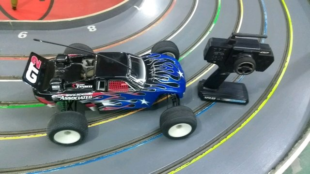 Automodelo 1/10 team associated com radio