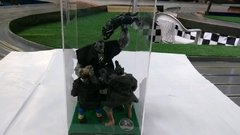 Diorama do hulk vs vampiros na internet
