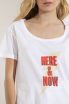 Remera Here & Now en internet