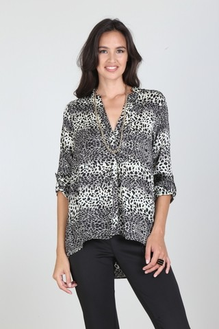 CAMISA ANIMAL PRINT ESCOTE EN V