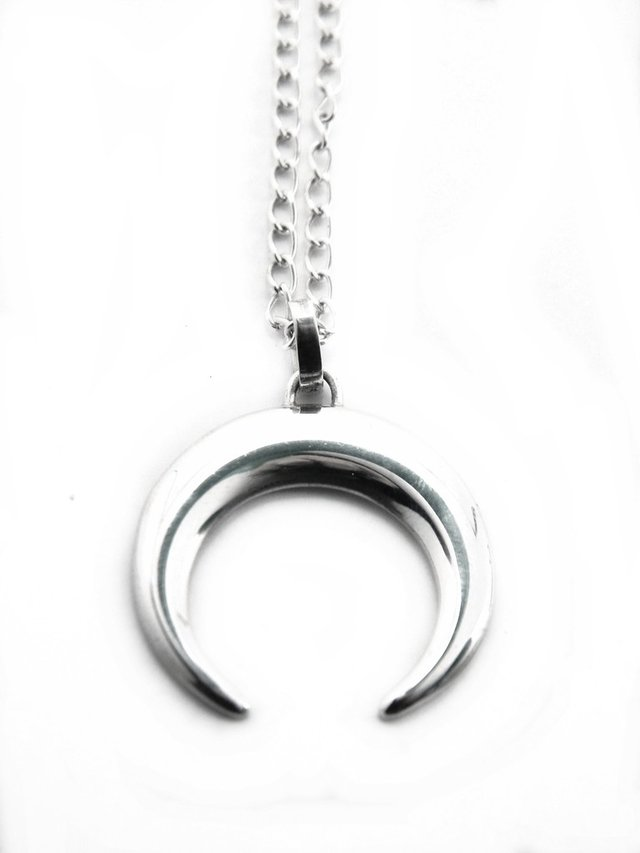 COLLAR MOON en internet