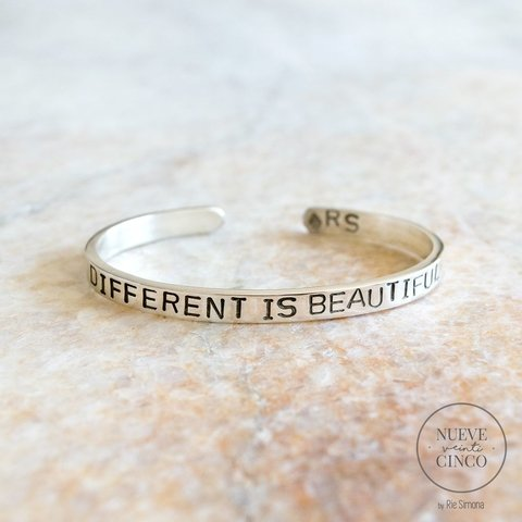 Brazalete Different is beautiful (plata 925)