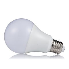 Lâmpada Bulbo 6W LED