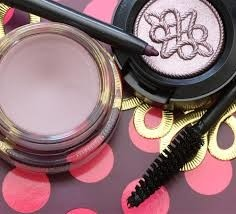 Mac Nutcracker Sweet Plum Eye Bag