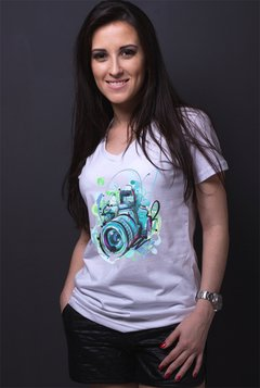 camiseta ecologica recicle use Camera colorida babylook branca