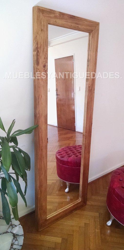 Espejo de pie con marco en madera maciza reciclada lustre for Espejos de pie en madera