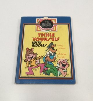 LIBRITO TICKLE YOURSELF WITH RIDDLES INGLÉS 1978 (USADO)