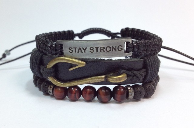 Kit 3 pulseiras masculinas couro Stay Strong anzol - Cocar Brasil
