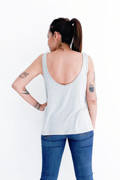 MUSCULOSA #TanBasicaQueDuele - comprar online