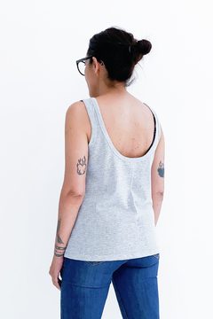 MUSCULOSA RED #TanBasicaQueDuele - comprar online