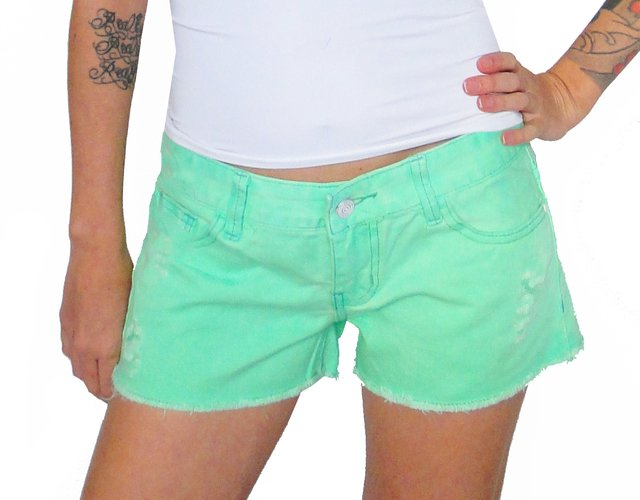 Shorts Jeans Com Patches De Unicórnio - Loja La La Land