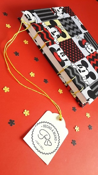 Libreta A5 // Hojas lisas// Modelo Mickey and Minnie
