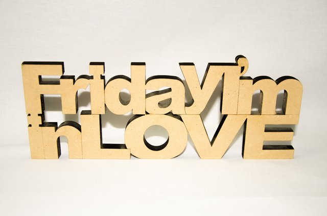 Frase para apoyar FRIDAY I'M IN LOVE