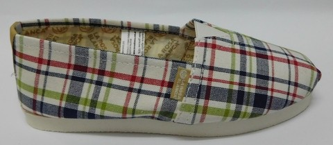 Alpargata La Rosa Blanca, calzado urbano, escoces fondo blanco.