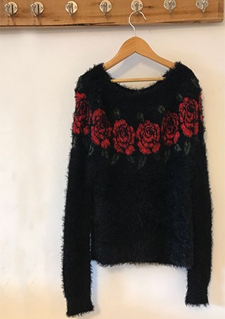 SWEATER ROSES
