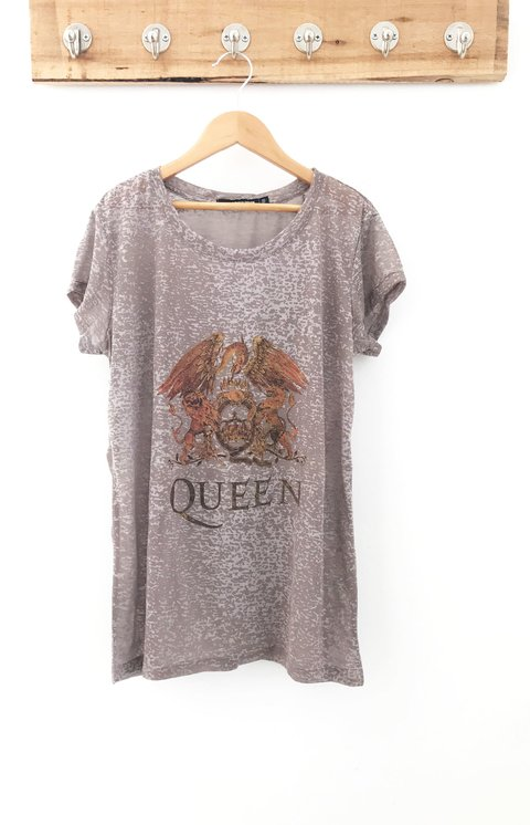 REMERA THE QUEEN