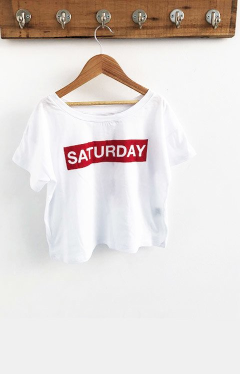 REMERA SATURDAY