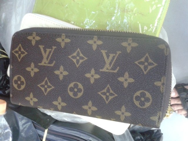 Carteira Louis Vuitton Sarah Damier Monogram Ziper na internet