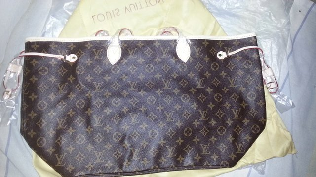 Bolsa Louis Vuitton Neverfull Canvas Monogram MM na internet