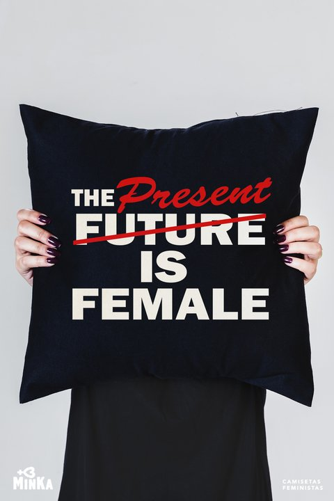 Capa de Almofada The Present is Female