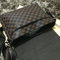 Bolsa Louis Vuitton DISTRICT MM - GVimport