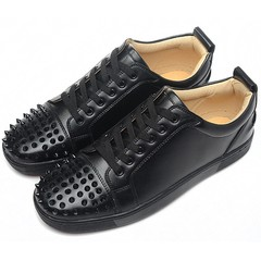 Louboutin Louis Junior Spikes Men's Flat - comprar online
