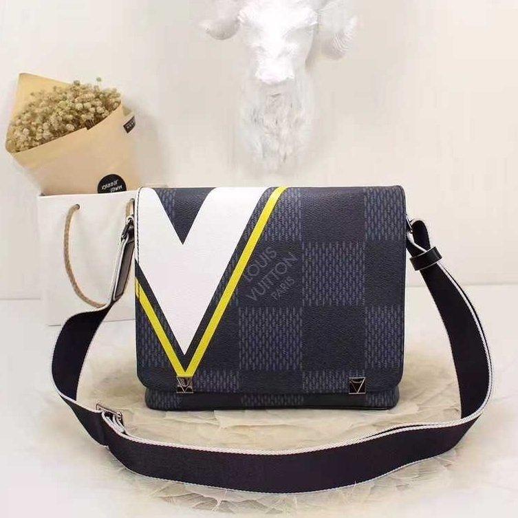 c194a86a8 Bolsa Louis Vuitton District Pm - Comprar em GVimport