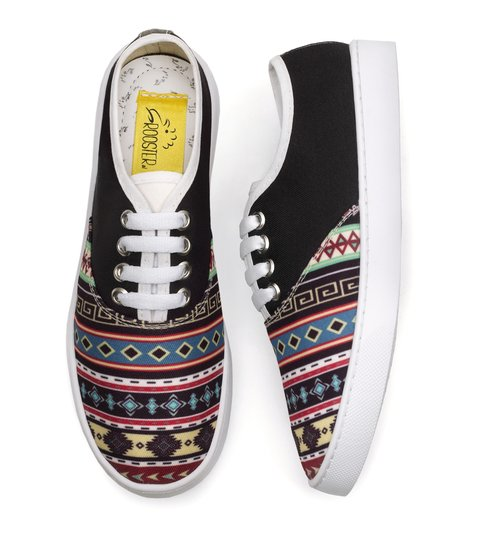 Tenis Black Tribal en internet