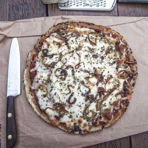Pizza Coliflor, Sesamo y Cebolla Caramelizada -  The Healthy Kitchen