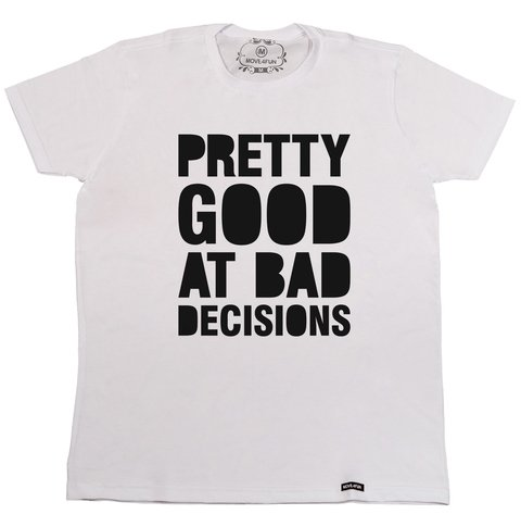 Camiseta Pretty good at bad decisions na internet