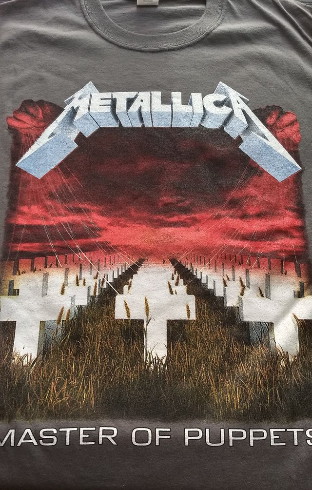 Remera Metallica - Master of Puppets (gris)
