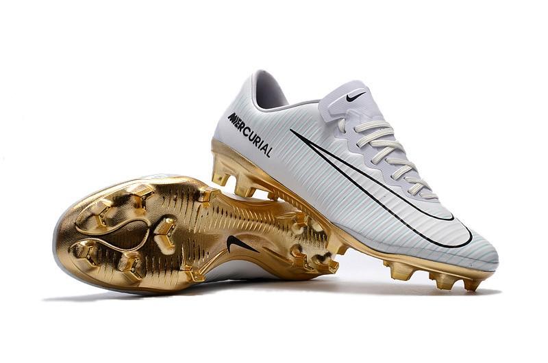 Nike Mercurial Vapor XI - CR7 Branco com Dourado 4dfc3fd3c5eb5