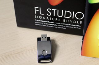 FL Studio Signature Bundle 20 com caixa na internet
