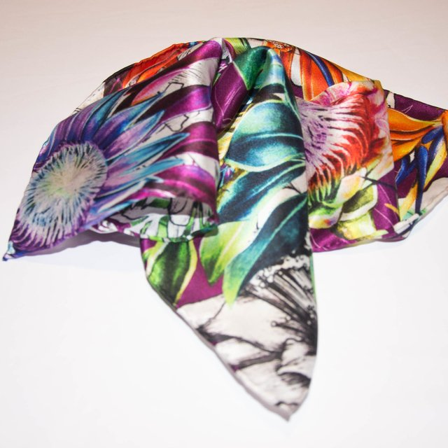 AVE DEL PARAISO - VALISSE · 100% SILK SCARVES · A PIECE OF ART ·