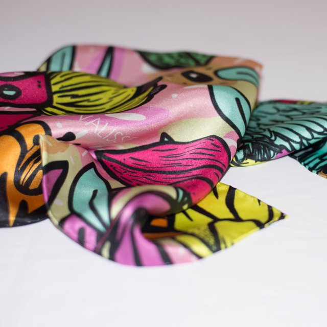 OJOS DORADOS - VALISSE · 100% SILK SCARVES · A PIECE OF ART ·