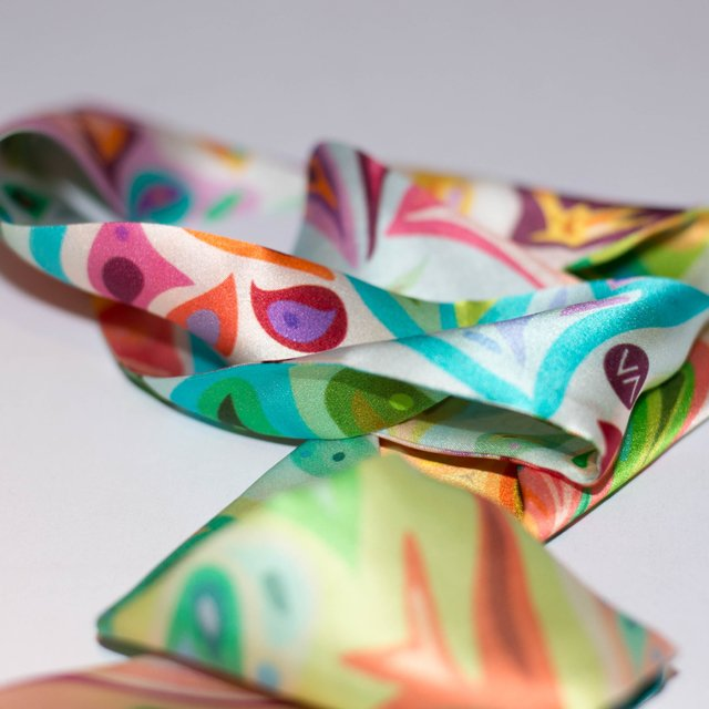 GEO FLORES - VALISSE · 100% SILK SCARVES · A PIECE OF ART ·